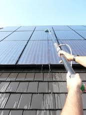 contact met zonnepanelen reinigen